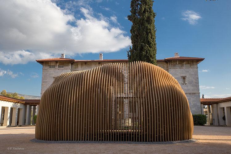Το Cocoon (κουκούλι) του Kengo Kuma στο Βυζαντινό μουσείο. Το χτίσμα που δημιουργήθηκε για τη τελετή παράδοσης της ολυμπιακής φλόγας.