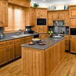 Κουζίνα φτιαγμένη από πεύκο